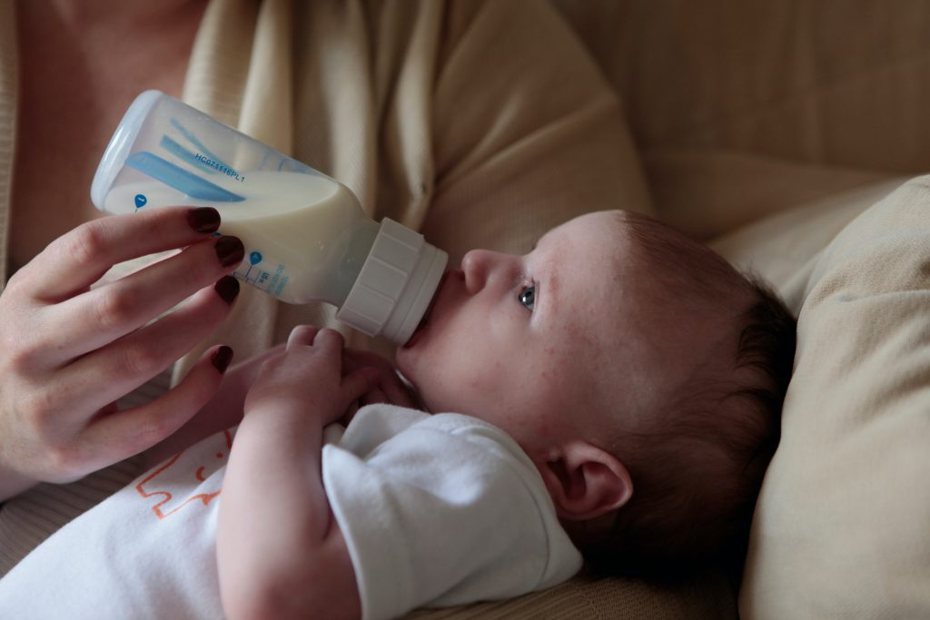 baby formula feeding tips